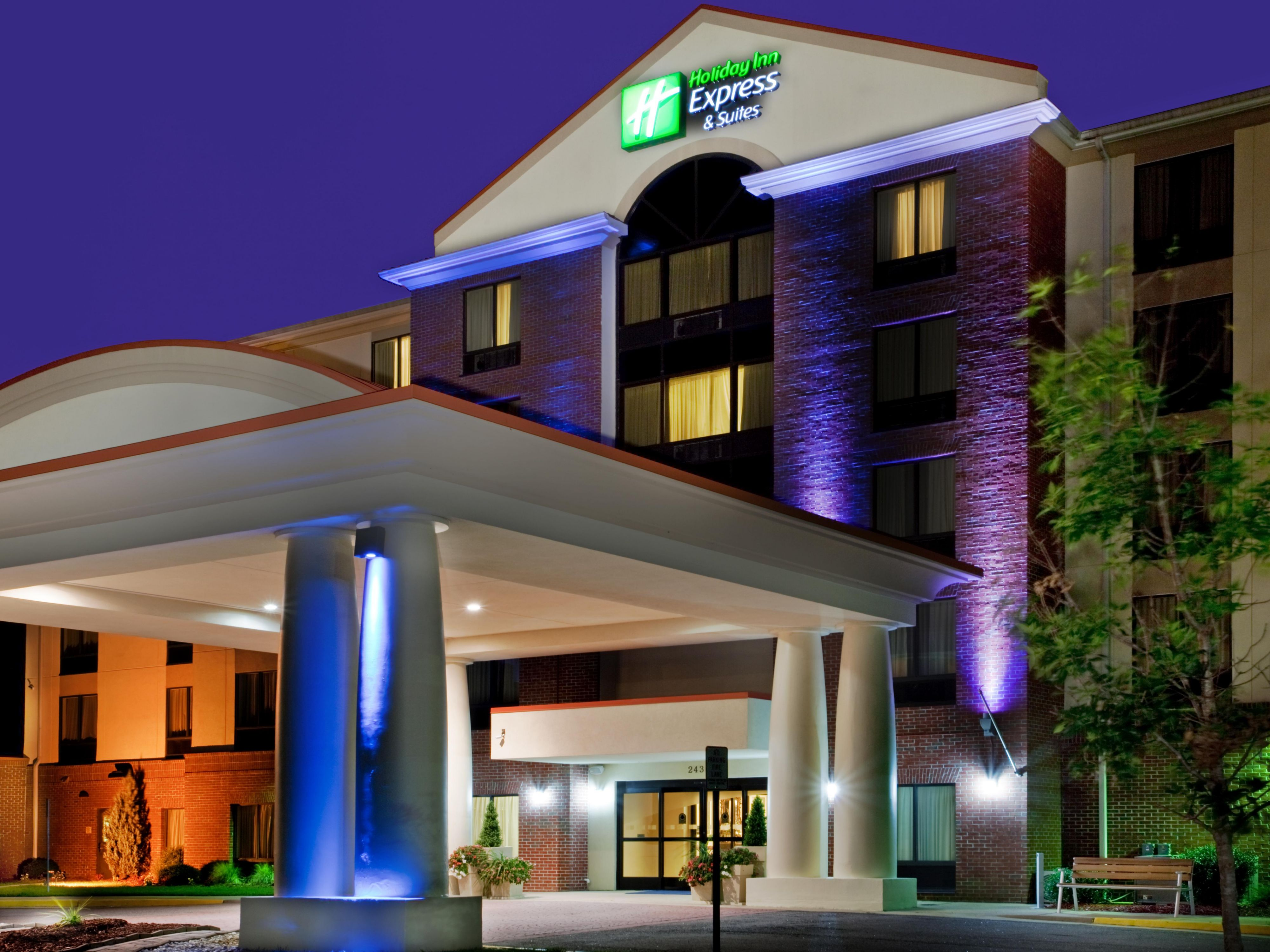 holiday inn express and suites chesapeake 2532041136 4 3. Black Bedroom Furniture Sets. Home Design Ideas